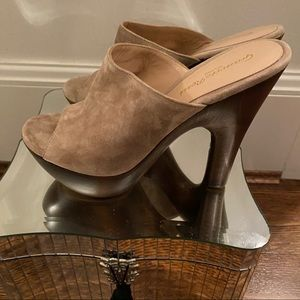 Gianvito Rossi Taupe Suede Heels 37